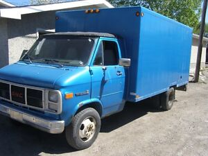 1985 GMC 14 FT CUBE VAN