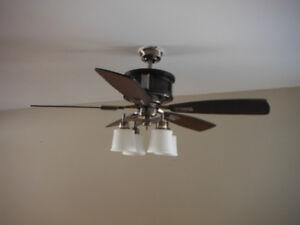 3 ventilateurs au plafond avec luminaires intégrés