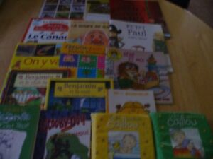 Lot of 15 KIDS FRENCH Edition Books: Grades 1-4+