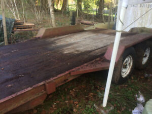 Heavy duty flat deck equipment trailer