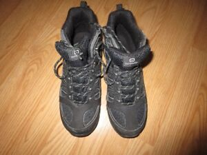 mens hiking boots size 9