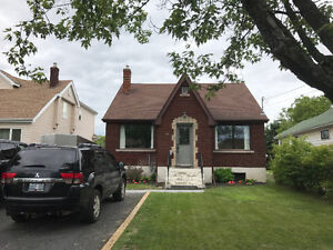 5 Bedroom House - 2 min from Lakehead University