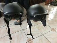 Deux casques de motos ou scooter
