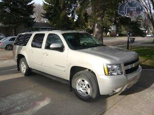 2010 Chevrolet Suburban LT Truck