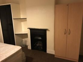 Large room available to rent for £450 pcm