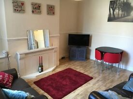 2 large double rooms available in recently refurbished house £360 per month including bills