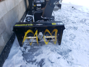"Snow blower Briggs and Stratton  Brute 27"" Duel stage"