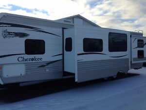 TRAVEL TRAILER, 2009 CHEROKEE, 31W, MONCTON