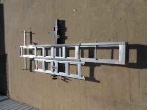Hitch mounted single bike rack