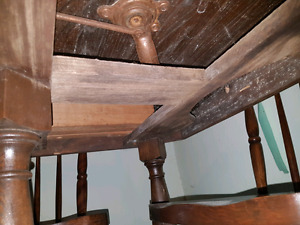 Dining room table and chairs.   Good condition