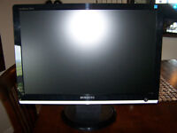 Samsung SyncMaster 216BW 21.6-inch LCD Monitor