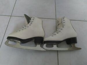 Kids/Youth Figure Skate (size 10)