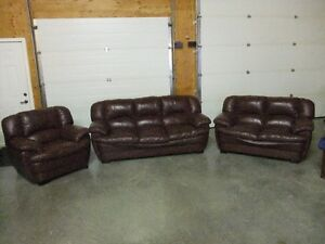 3 PEICE LEATHER COUCH LIVING ROOM SET