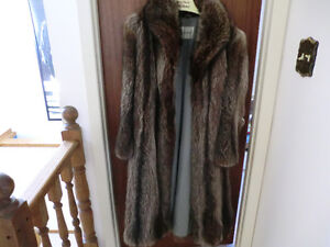 RACCOON FULL LENGTH FUR COAT HOLT RENFREW SIZE 12/14