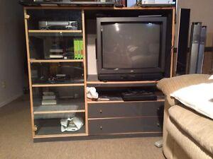 TV Stand Unit/ À Vendre Négotiable