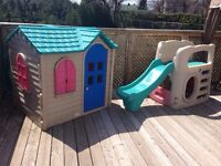 Playhouse and swing/ Maison et glissade