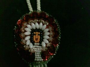 VINTAGE ADORABLE NATIVE SEED BEAD HAND MADE BOLO TIE Kitchener / Waterloo Kitchener Area image 7