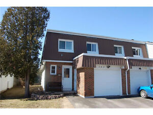 SPACIOUS 4 BDRM END UNIT TOWN HOUSE 4 RENT* A MUST SEE!!