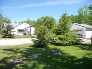 RM OF ST ANDREWS- COUNTRY HOME WITH GARAGE ON 1.3 ACRE LOT