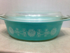 RARE Pyrex Lace Medallion Casserole Dish with Lid