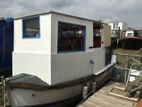 Small Cruising Houseboat - Miss Daisy