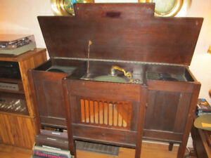 1912 Console Grand Gramophone record player