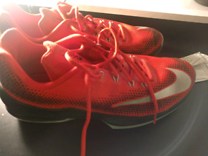 Air max infuriate size 11.5 (basket ball shoes)