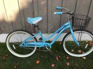"""17"""" Trek townie bike, EUC Revelstoke British Columbia image 1"""