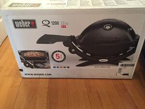 Weber Q1200 - Bbq au charbon jamais utilisé dans la boîte! NEUF