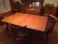 Roxton solid maple diningroom set