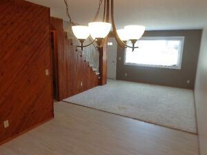 BEAUTIFUL TOWNHOUSE IN LACOMBE
