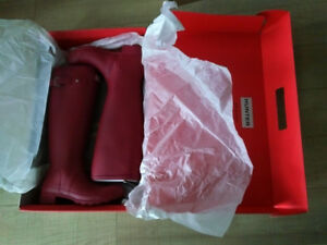 Hunter Rain Boots Raspberry Red Size 6 / 36-NEW IN BOX-Bought in