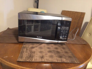 MOVING SALE- Great condition Microwave