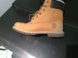 Timberland original boots tan color fur interior very warm