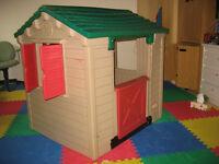 Belle maisonnette pour enfant (toujours été à l'intérieur)
