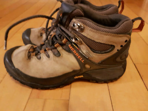 Mens Merrell Hikers in size 8.5.