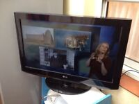 """32""""LG LCD TV HD ready with build in freeview"""