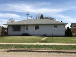 3 Bdrm Bungalow for Sale in Roblin, MB!