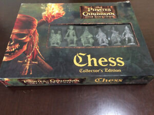 Disney Pirates of The Caribbean Dead Man's Chest Chess Set Colle