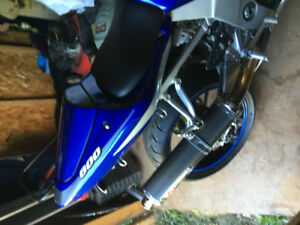 2002 GSXR 600.fuel injection n power Comander under seat.