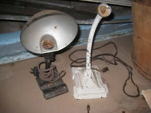 1 ANTIQUE DESK LAMP