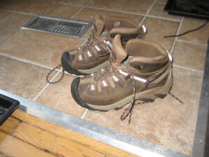 Keen's Women's Hiking Boots - Size 7