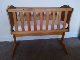 Swinging crib cot