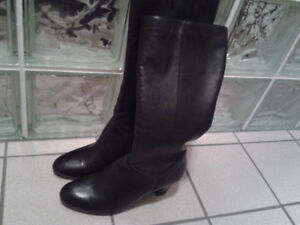 BLACK LEATHER BOOTS SIZE 9 WOMEN'S