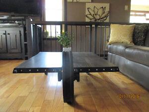 Unique table artisanal rustique 250.00$ chacune