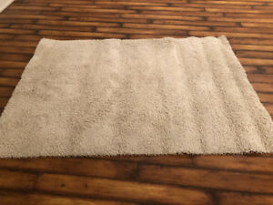 Cream 5x7 plush area rug. Excellent Condition