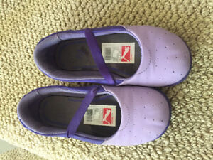 Puma slip on running shoes. Size 8
