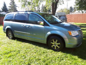 PRICE REDUCED 2008 Metallic Blue Beauty ChryslerTown and Country