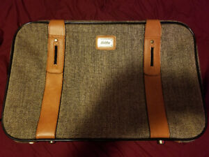 New 2 piece Monarch Luggage Co New York