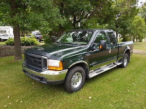 Ford F-350 XLT  Super Cab Pickup Truck